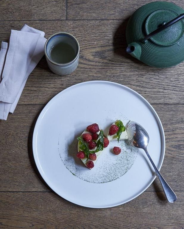 Tarte chocolat blanc, fraises, basilic