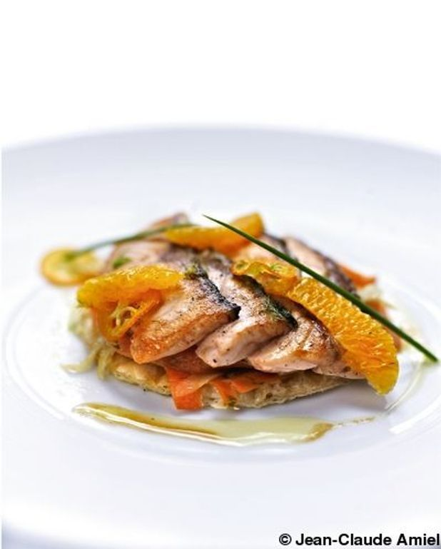 Tarte fine au fenouil et carottes plein champ, saumon à l'unilatérale