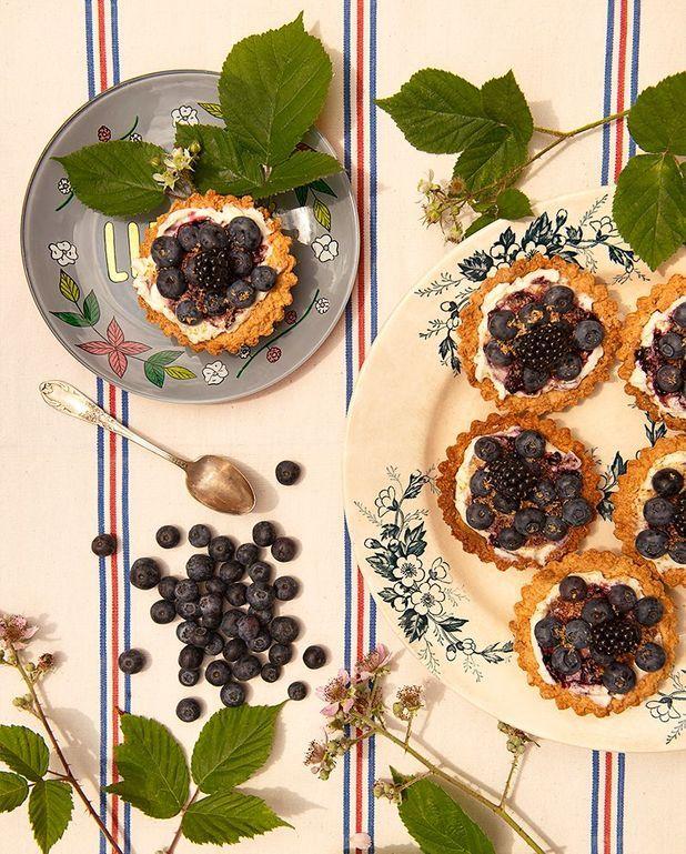 Tartelettes coco-myrtilles-mûres