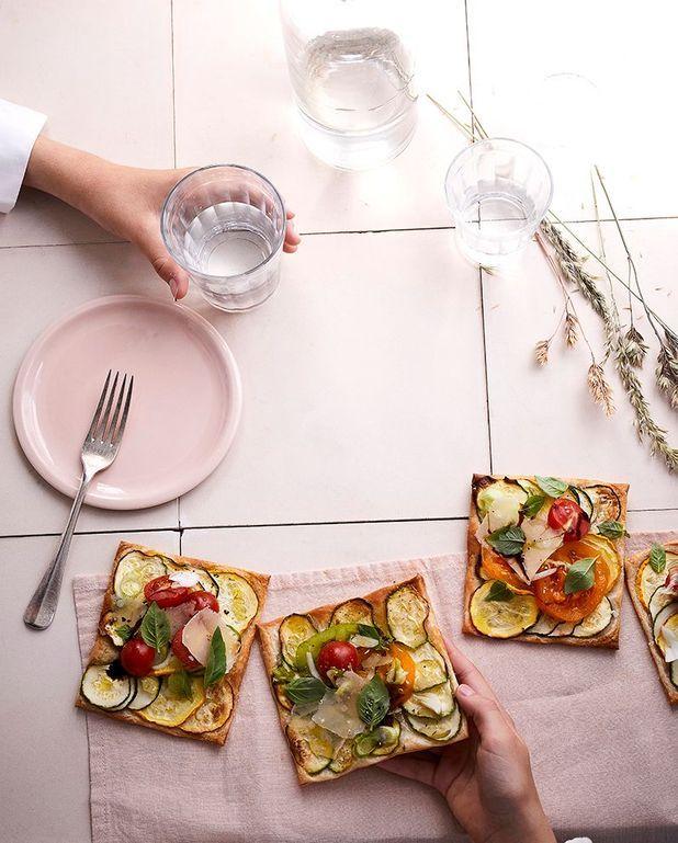 Tartelettes feuilletées aux légumes et à la mozzarella