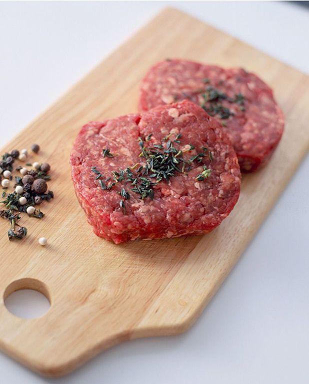 Tartine de steak haché, salade de coco et jus de viande
