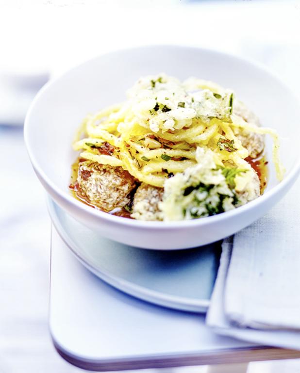 Tempura spaghettis, kale et boulettes