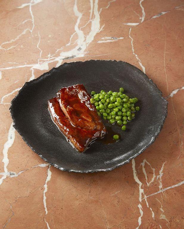 Tendrons de veau cuisinés au tandoori, petits pois à la sarriette de Cyril Lignac