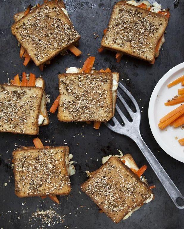 Toasts carotte, labneh et dukkah