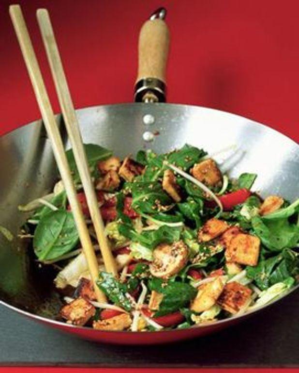 Tofu sauté, tomates séchées et basilic