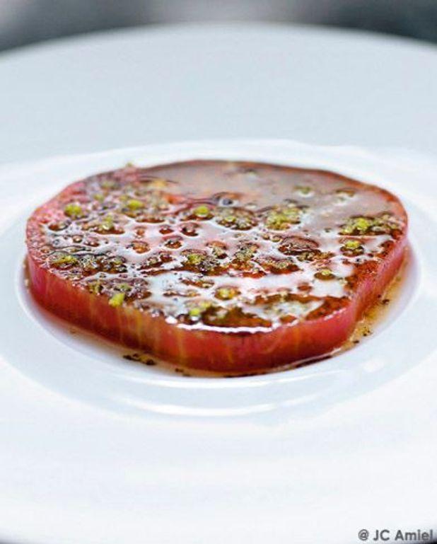 Tomate, huile d'olive parfumée à la vanille et zestes de citron vert