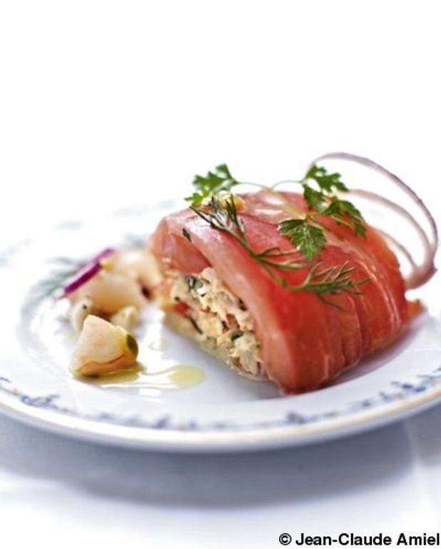Tomates cœur de bœuf farcies aux fruits de mer, sauce papaye