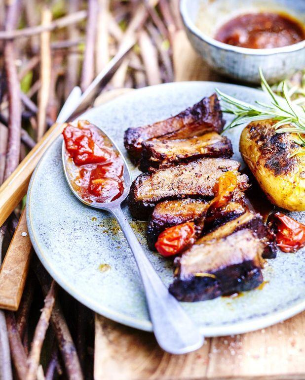 Travers de porc sauce tomate