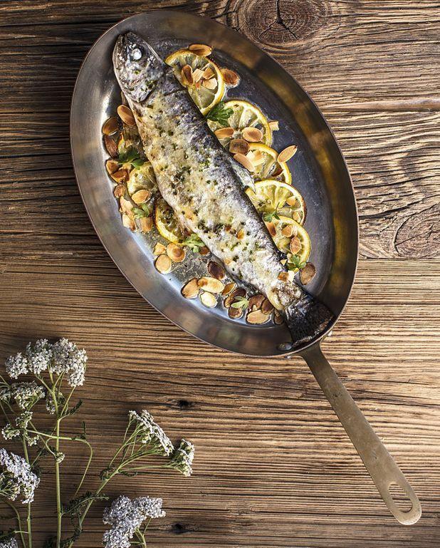 Truite fario cuite entière au four, beurre frais