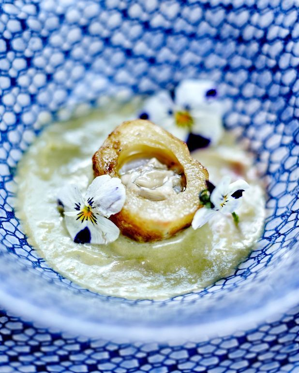 Velouté de poireau, pommes de terre et huîtres