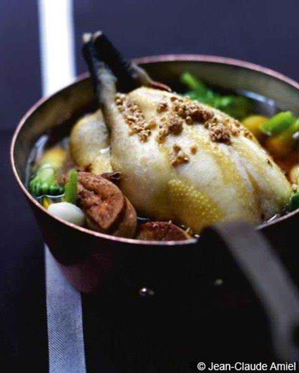 Volaille fermière en pot-au-feu de crevettes et foie gras