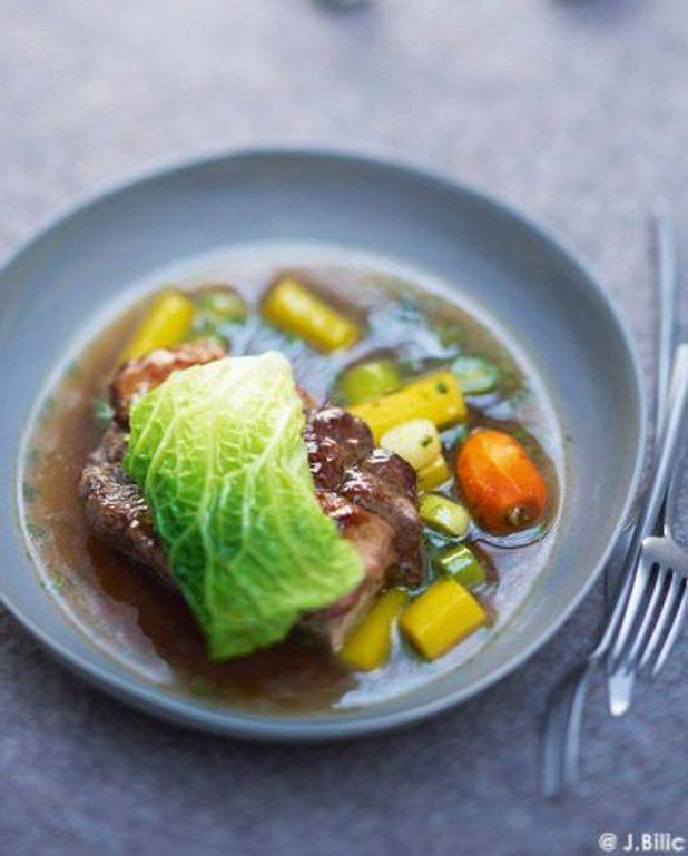 Pot-au-feu et foie gras en feuille de chou