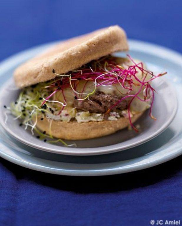 Hamburger maison, raclette et graines germées