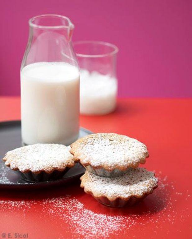 Gâteaux aux amandes et lait d'amande glacé
