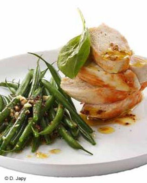 Salade de haricots verts, poulet, noisettes