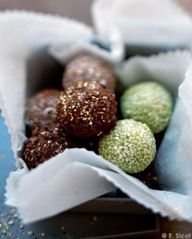 Truffes au chocolat, sésame et thé vert
