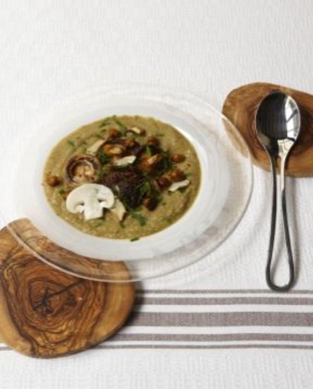 Cru et cuit de champignons
