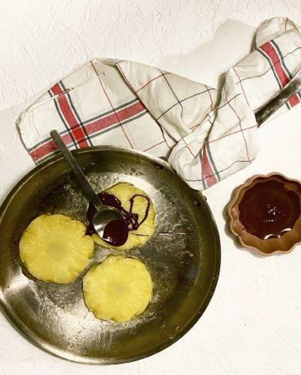 Ananas rôti au chocolat noir