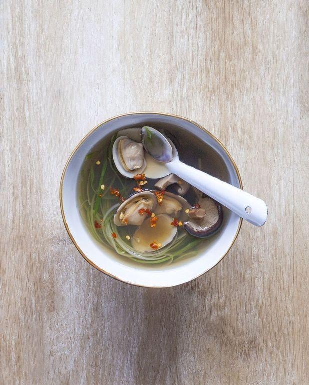 Bouillon aux palourdes et shiitakés