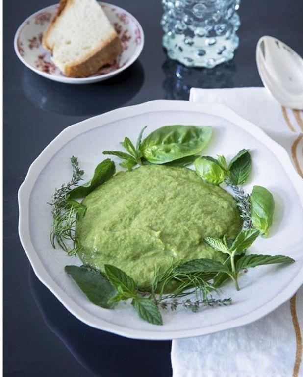 Bouillon crème aux herbes fraîches