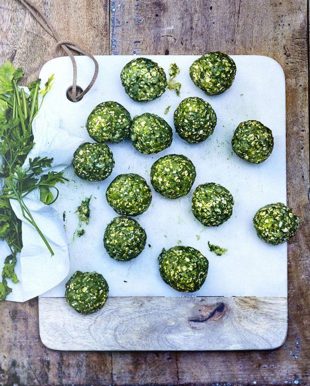 Boulettes vertes de poulet au kale et épinards