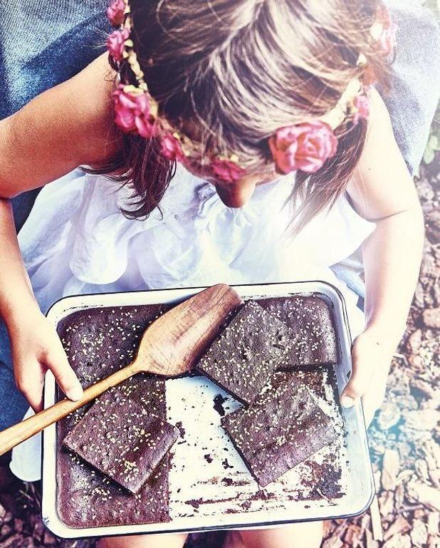 Brownies chocolat noir, miso blanc et graines de sésame