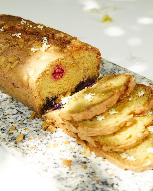 Cake fruits rouges et pignons de pin