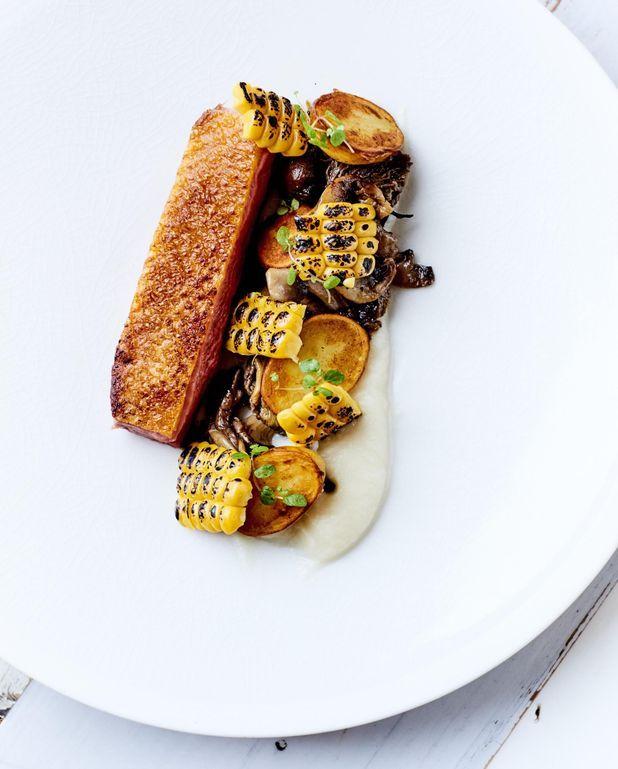 Canette, champignons sauvages et épis de maïs grillé