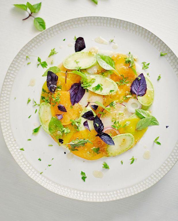 Carpaccio cru et cuit aux fruits, légumes et racines d'été