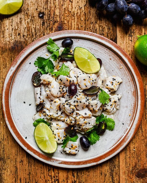 Ceviche de merlan au raisin, graines de lin et sésame noir