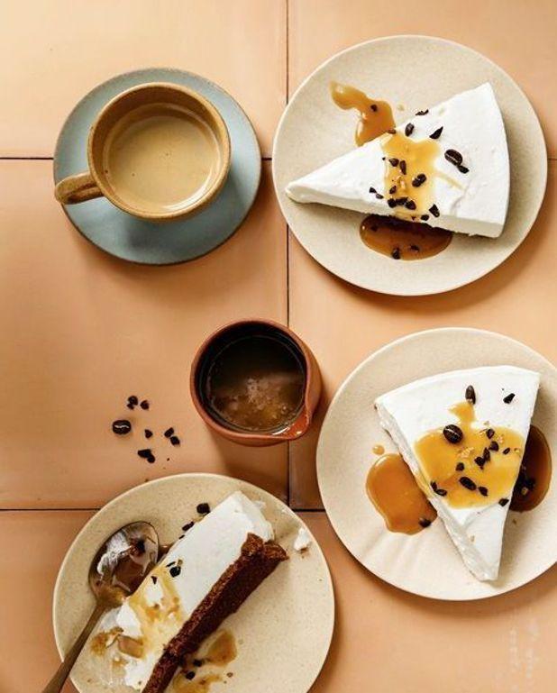 Cheesecake glacé au fromage de chèvre frais et caramel au café