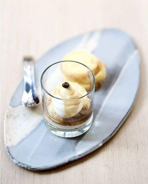 Crème de mascarpone, crumble d'amandes et sirop de café