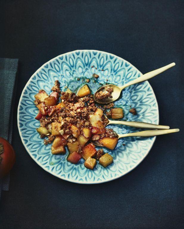 Crumble d'hiver aux kakis, poires et pommes