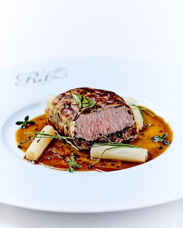 Filet d'agneau en croûte de truffe, sauce Périgueux