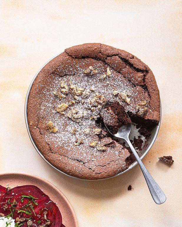 Fondant au chocolat, noix et betterave, sans beurre ni farine