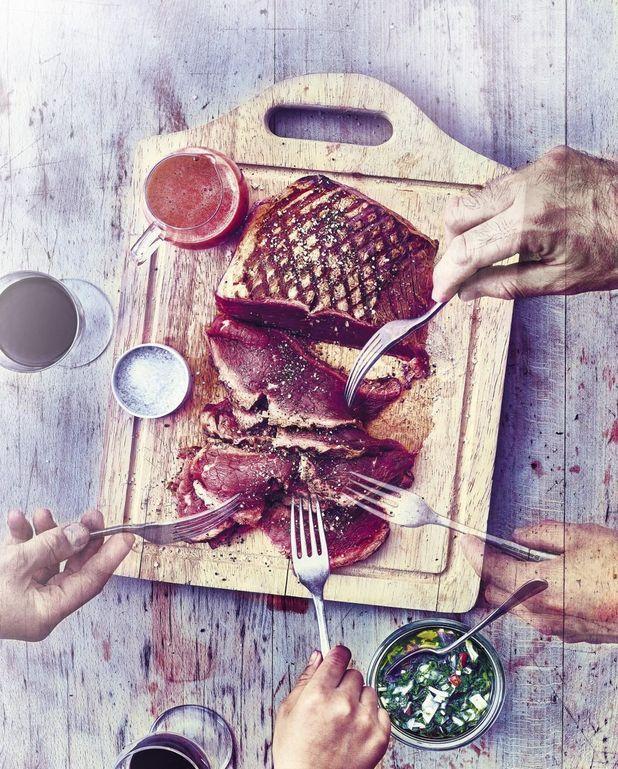 Hampe de bœuf grillée, vinaigre de fraise et sauce chimichurri