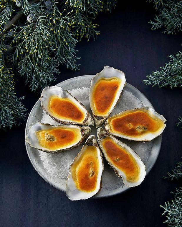 Huîtres gratinées au four, sauce ponzu aux agrumes
