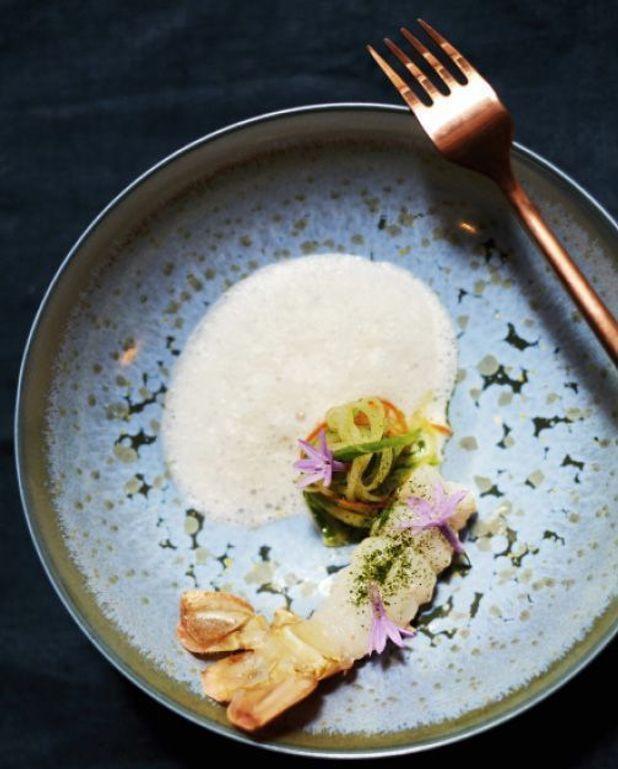 Langoustines rôties, aux petits légumes et lait de coco