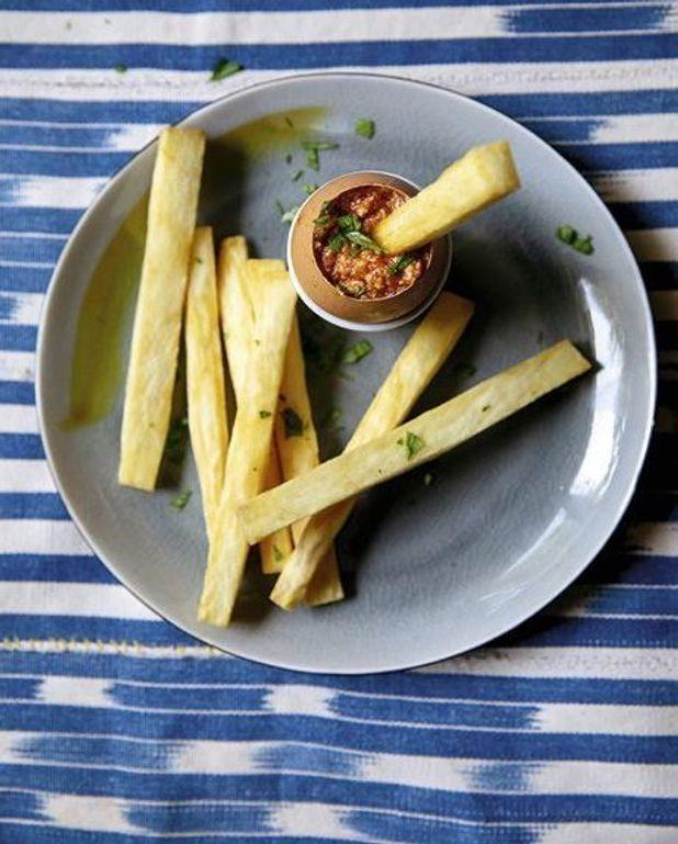 Oeufs à la tomate de Midunu et bâtons d'igname frits