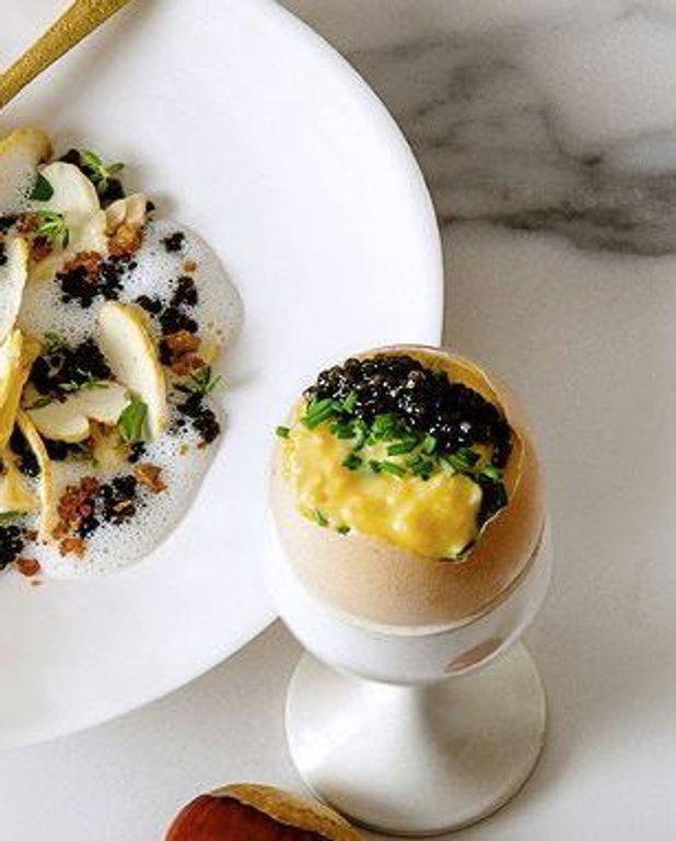 Oeufs brouillés au caviar