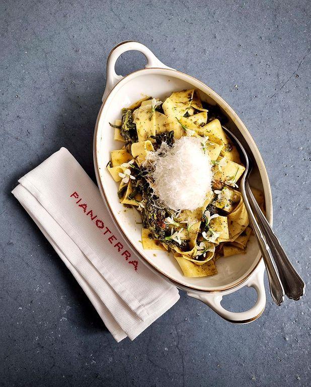 Pappardelle aux broccoletti, tomates piennolo du Vésuve et ricotta salée