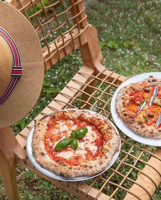 Pizze au four à bois