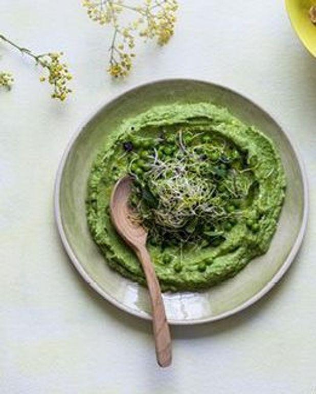 Purée de brocolis aux petits pois et graines germées