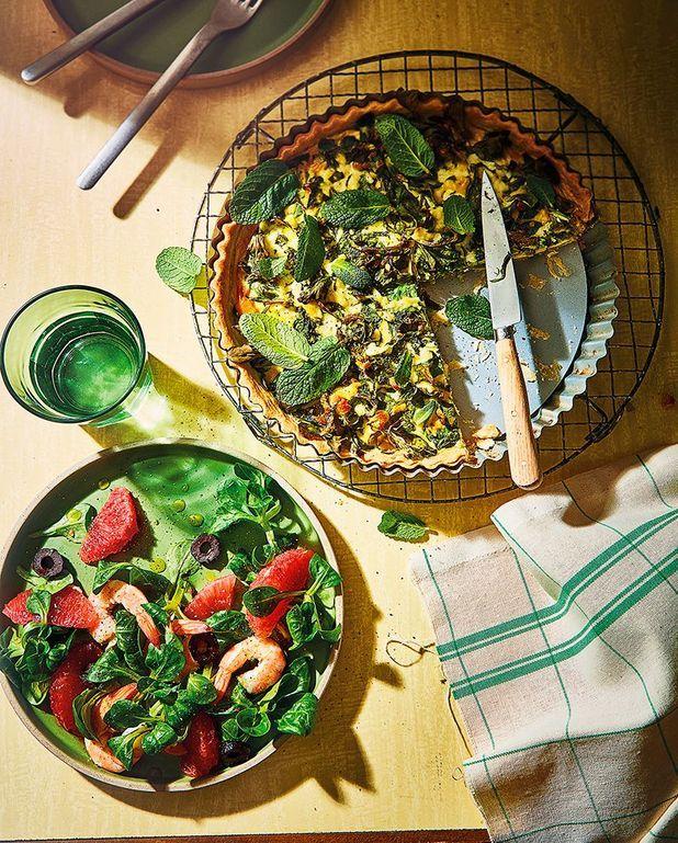 Quiche à la mâche et à la menthe, salade au pamplemousse