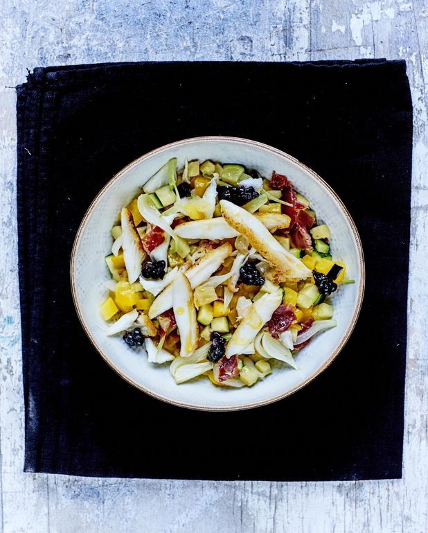Ratatouille croquante, mûres, jambon et raie