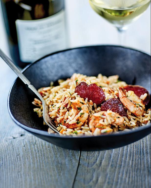 Riz créole, crevettes sautées, chorizo et ail nouveau