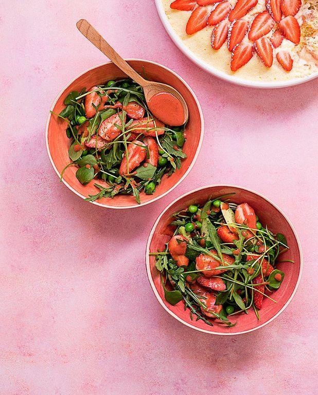 Salade de fraises, petits pois et avocat