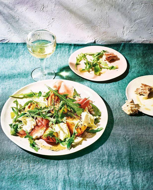 Salade de pêches grillées, roquette et mozzarella