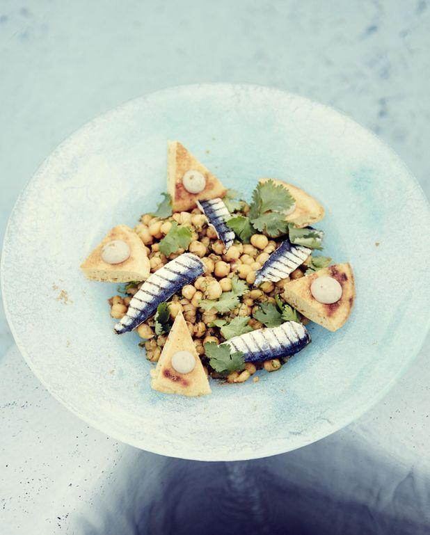 Salade de pois chiches, anchois et coriandre