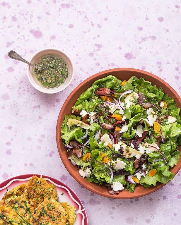 Salade frisée aux abricots secs, lard et persillé de Tignes